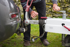 how to professionally install a tow hitch - move.org
