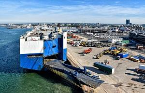 International car shipping freighter