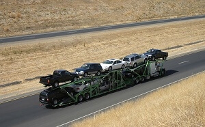 Auto transporter delivering cars