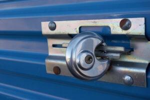Disc lock on a storage locker